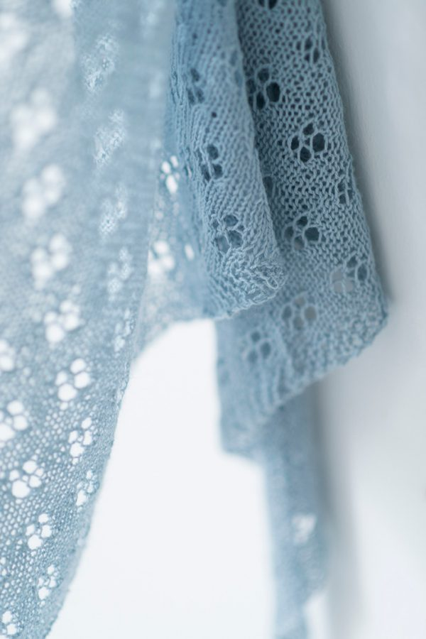 Quatrefoil shawl pattern from Woolenberry