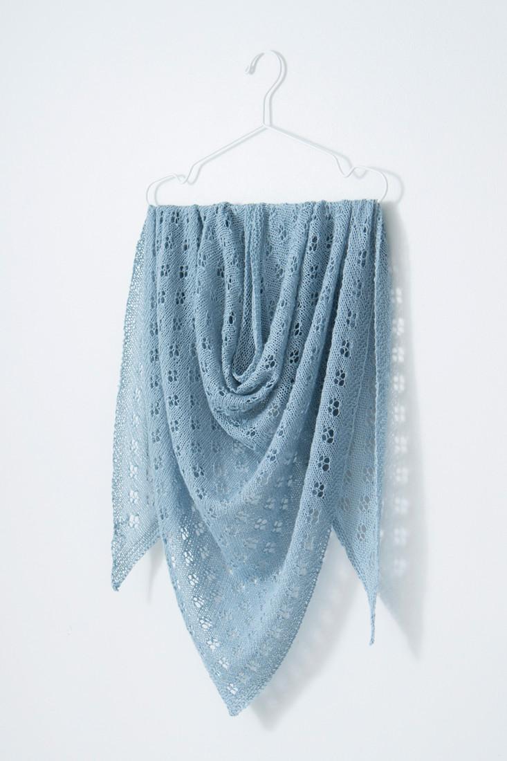 Quatrefoil shawl pattern from Woolenberry