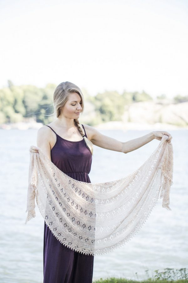 Floral shawl pattern from Woolenberry