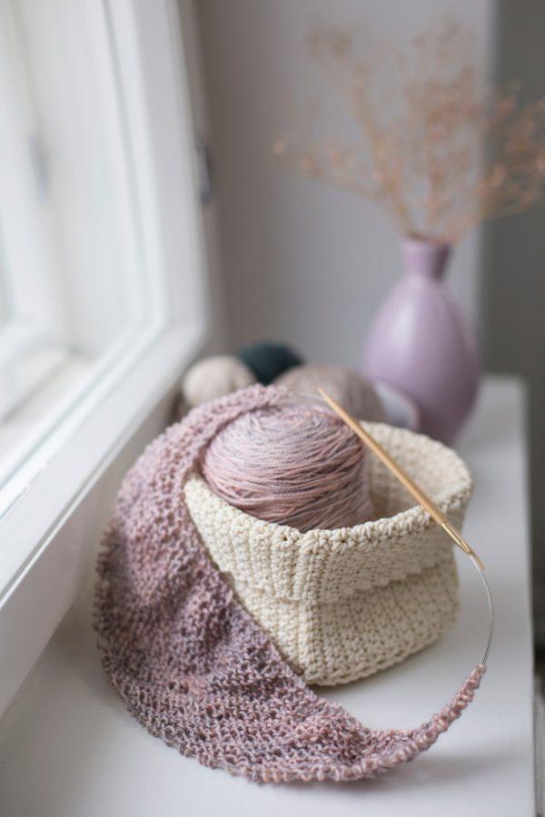 On my needles: Railings shawl with Madelinetosh Tosh Sock