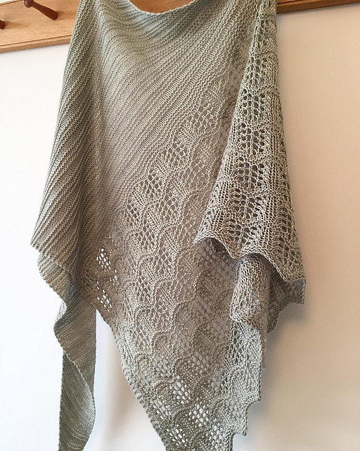 Tiber shawl knitted by YarnandFloss on Ravelry.